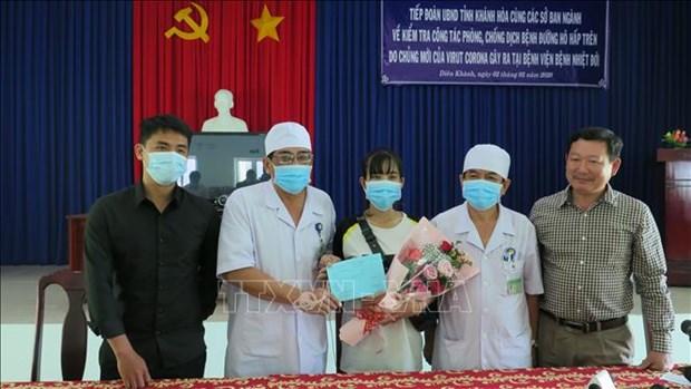 成功治疗新型冠状病毒肺炎的越南三所医院分享治疗经验 hinh anh 1