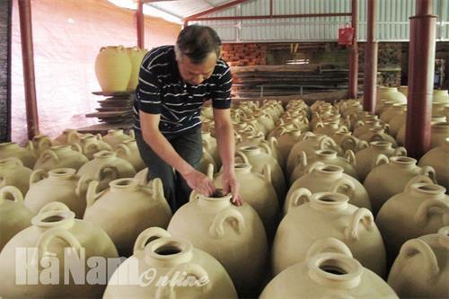 河南省老年艺人致力于保护传统手工技艺 hinh anh 1