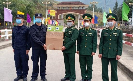 越南莱州省向中国防疫力量捐赠口罩和消毒酒精 hinh anh 1