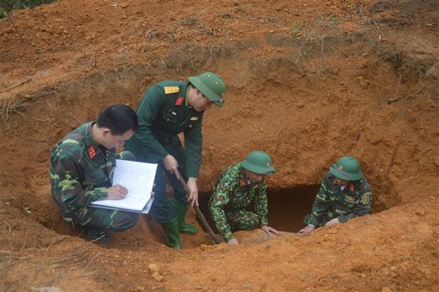 越南安沛省成功销毁一枚重达340公斤的美国炸弹 hinh anh 1