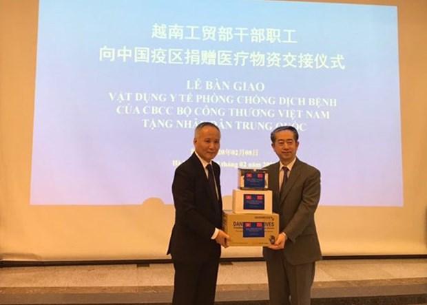 越南工贸部向中国捐赠用于防控疫情的医疗物资 hinh anh 1