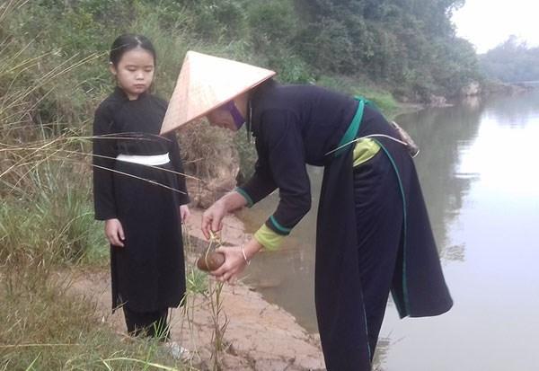 广宁省岱族同胞新年取水的美俗 hinh anh 1