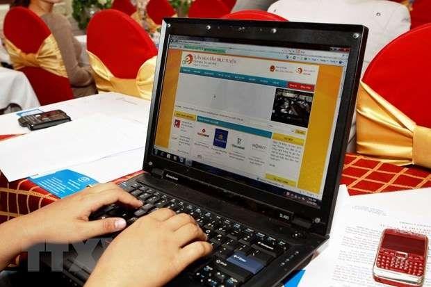 新冠肺炎疫情:消费者趋于选择网购和在线支付 hinh anh 1