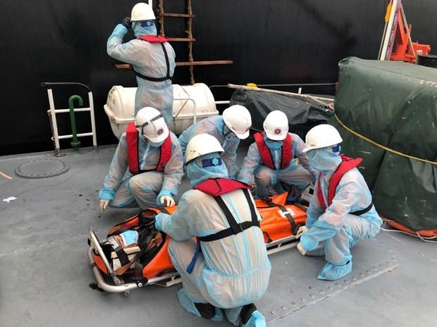 庆和省:成功营救一名在海上遇险的菲律宾船员 hinh anh 2