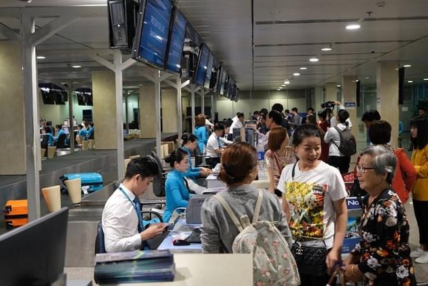 新冠肺炎疫情:越航为学生、大学生免费更改机票 hinh anh 1