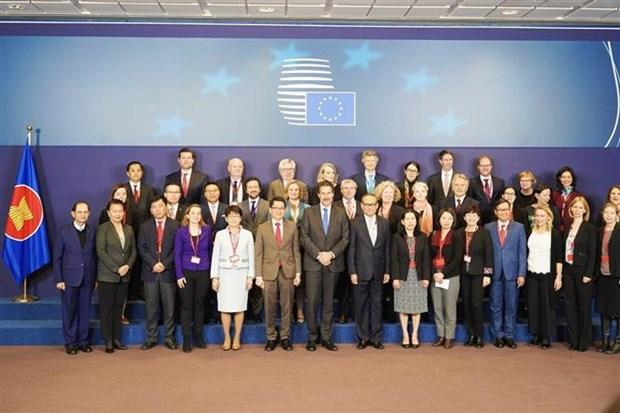 欧盟强调支持东盟的中心作用 hinh anh 1