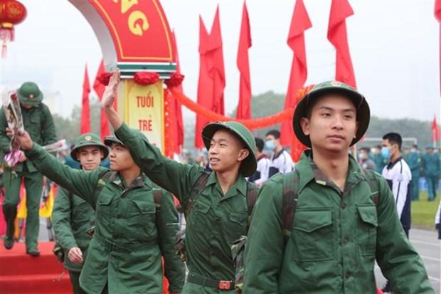 河内市上千名新兵纷纷启程奔赴军营 hinh anh 1