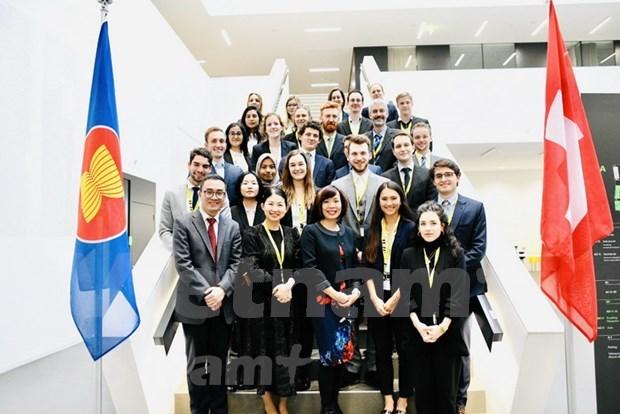 东盟专题周在瑞士举行 越南大使出席关于越南对外政策的研讨会 hinh anh 1