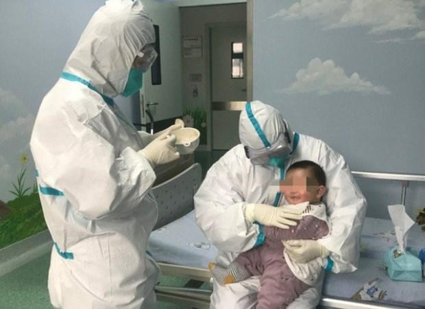 新冠肺炎疫情:三个月大女婴会早日康复出院 hinh anh 1