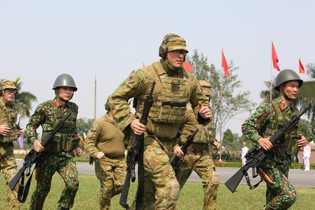越奥军事射击技巧培训活动正式闭幕 助力深化两国防务合作关系 hinh anh 1
