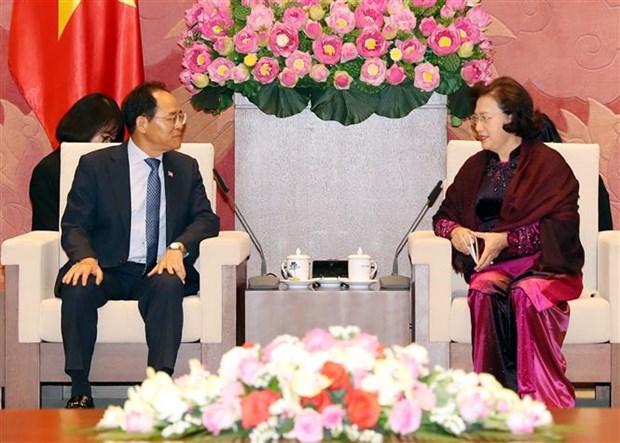 越南国会主席阮氏金银会见韩国驻越大使朴卢万 hinh anh 2