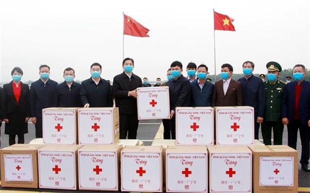 新冠肺炎疫情:广宁省向中国广西赠送防疫物资 hinh anh 1