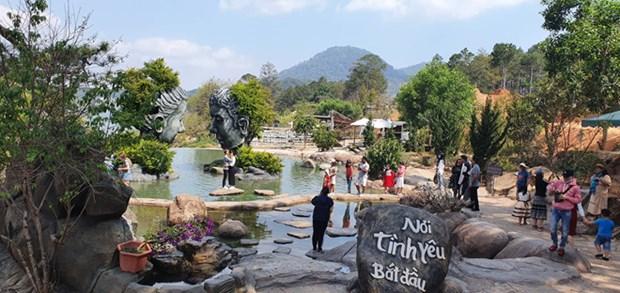 林同省大叻雕刻地道就泰国游客与越南游客发生摩擦一事道歉 hinh anh 1