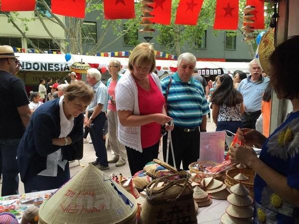 越南参加在堪培拉举行的澳大利亚多元文化节 hinh anh 1