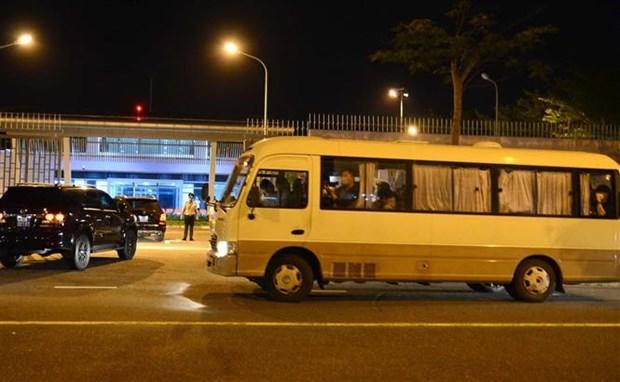 岘港市将20名韩国游客运送回国 hinh anh 1
