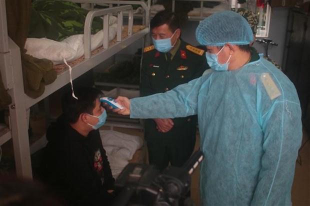 新冠肺炎疫情:各地方对从疫区回来的人员进行严格监管和隔离 hinh anh 1