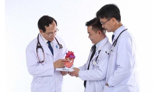 越南医师节65周年:全面提升医疗服务质量 切实提高群众满意度 hinh anh 1