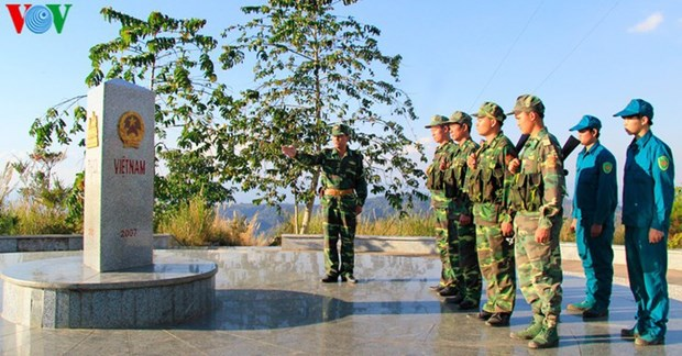 越老柬三国界碑:互信与团结建设和平、友好边界线的象征 hinh anh 1