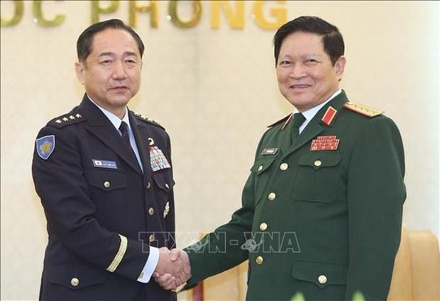 日本联合参谋长山崎幸二大将对越南进行正式访问 hinh anh 1