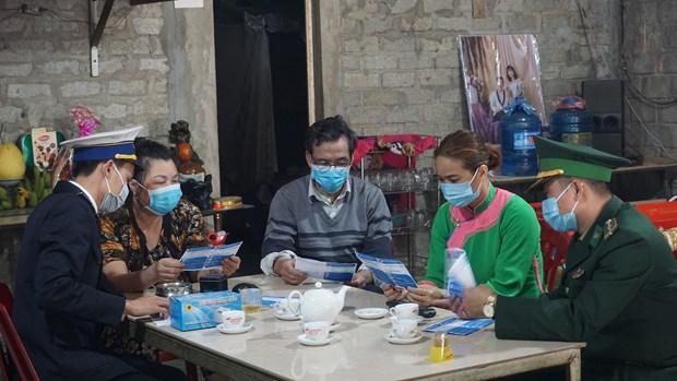 奋战在新冠肺炎防控一线的越南边防部队:加大关于新冠肺炎疫情防控工作的宣传力度(第二期) hinh anh 4