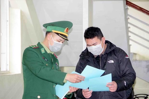 奋战在新冠肺炎防控一线的越南边防部队:加大关于新冠肺炎疫情防控工作的宣传力度(第二期) hinh anh 3