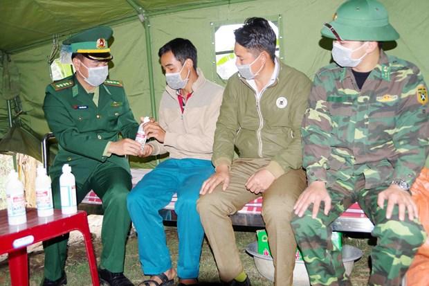 奋战在新冠肺炎防控一线的越南边防部队:加大关于新冠肺炎疫情防控工作的宣传力度(第二期) hinh anh 2
