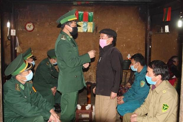 奋战在新冠肺炎防控一线的越南边防部队:加大关于新冠肺炎疫情防控工作的宣传力度(第二期) hinh anh 5