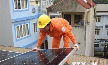 越南电力集团开展2.43万个屋顶太阳能发电项目 hinh anh 1