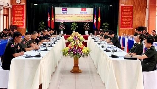 越南人民军第五军区与柬埔寨皇家军队第一军区举行第20次联席会议 hinh anh 1