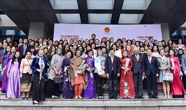 越南在三八国际妇女节来临之际举行了外交代表团见面会 hinh anh 1