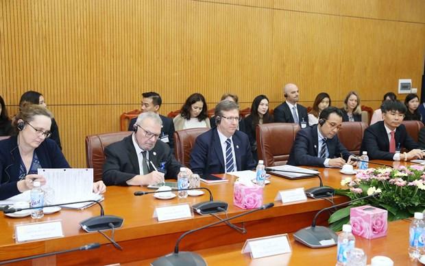 越共中央经济部长阮文平会见美国东盟商务委员会代表团 hinh anh 2