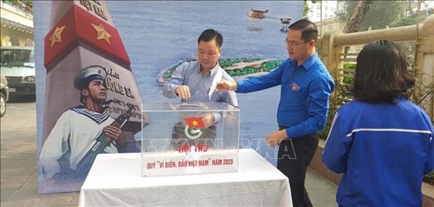 首都河内青年向越南海洋岛屿基金会捐款 hinh anh 1