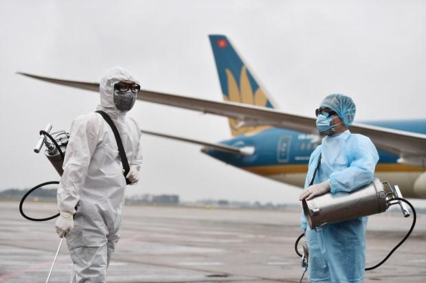 新冠肺炎疫情:越航对所有到港国际航班进行消毒 hinh anh 1