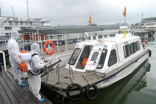 新冠肺炎疫情:广宁省自3月12日起暂停下龙湾和其他景区的游览活动 hinh anh 1