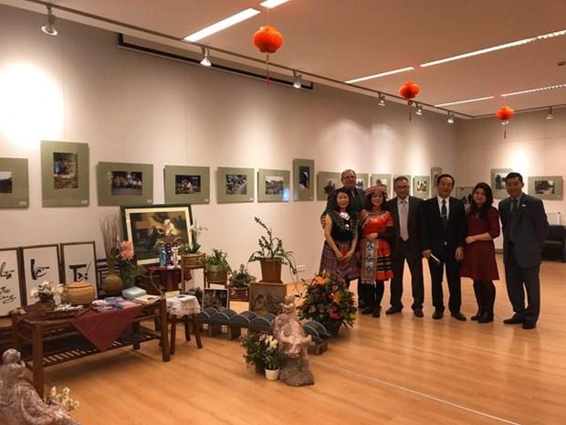 越南风土人情图片展和越南文化展示空间活动在匈牙利正式开幕 hinh anh 3