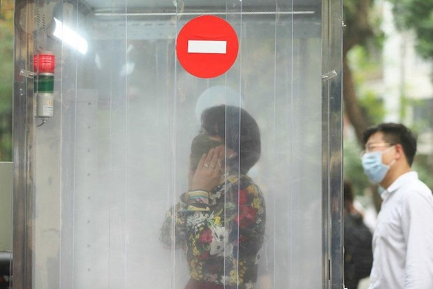 新冠肺炎疫情:越南成功研制人员消毒通道 有效防止疫情传播 hinh anh 2