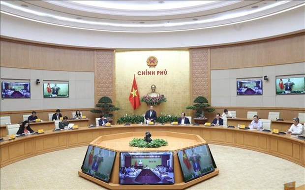 政府总理阮春福:在线公共服务有助于节约人民和企业费用和时间 hinh anh 1