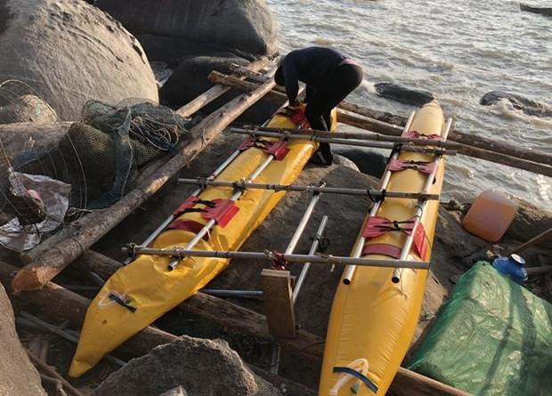 坚江省:成功救援三名在海上遇险的俄罗斯游客 hinh anh 2