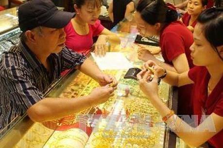 美联储降息 越南国内黄金和美元一律涨价 hinh anh 1