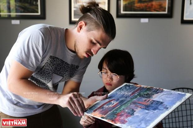 俄罗斯画家与越南文化色彩 hinh anh 1