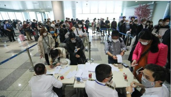 越南卫生部就新冠肺炎患者乘坐航班发出紧急通知 hinh anh 1
