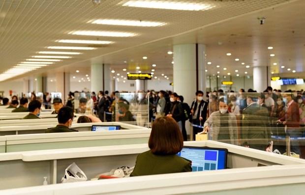 新冠肺炎疫情:3月20日从疫区国家入境内排机场国际游客量近1200人次 hinh anh 1