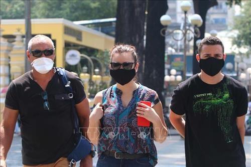 新冠肺炎疫情:外籍游客进入会安市需戴口罩 hinh anh 1