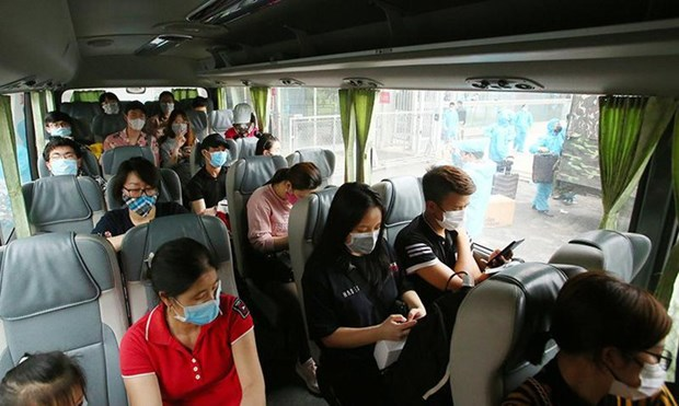 新冠肺炎疫情:乘客乘坐飞机、客车、火车必须进行强制性健康申报 hinh anh 1