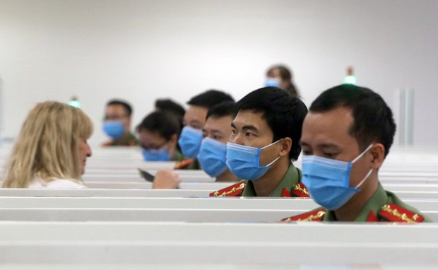 从3月25日零时起暂停将从国外返回的越南人运往新山一机场 hinh anh 1