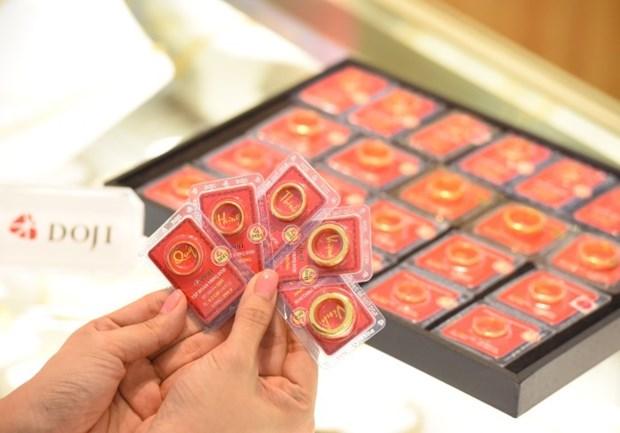 越南国内黄金价格回落至10万越盾一两 hinh anh 1