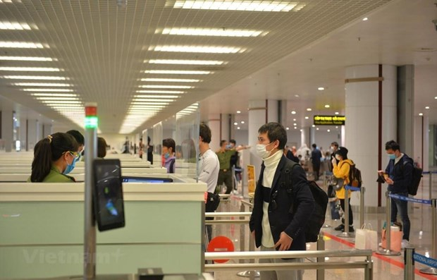 23日内排机场预计接待入境人员276人次 hinh anh 1