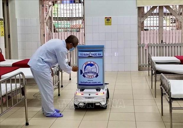 新冠肺炎疫情期间顺化中央医院的特殊医用机器人 hinh anh 1