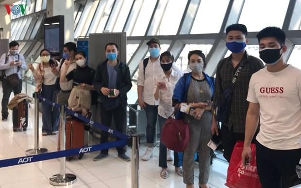 滞留海外越南公民获得医疗照顾驻外代表机构将安排符合航班将其送回国 hinh anh 1