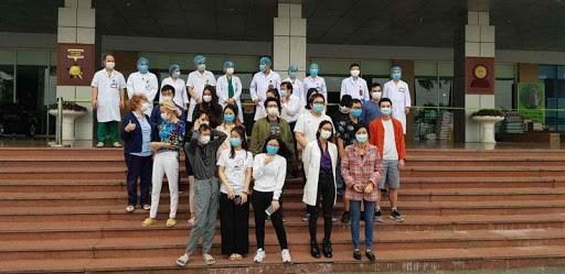 30名新冠肺炎确诊患者已治愈 hinh anh 1